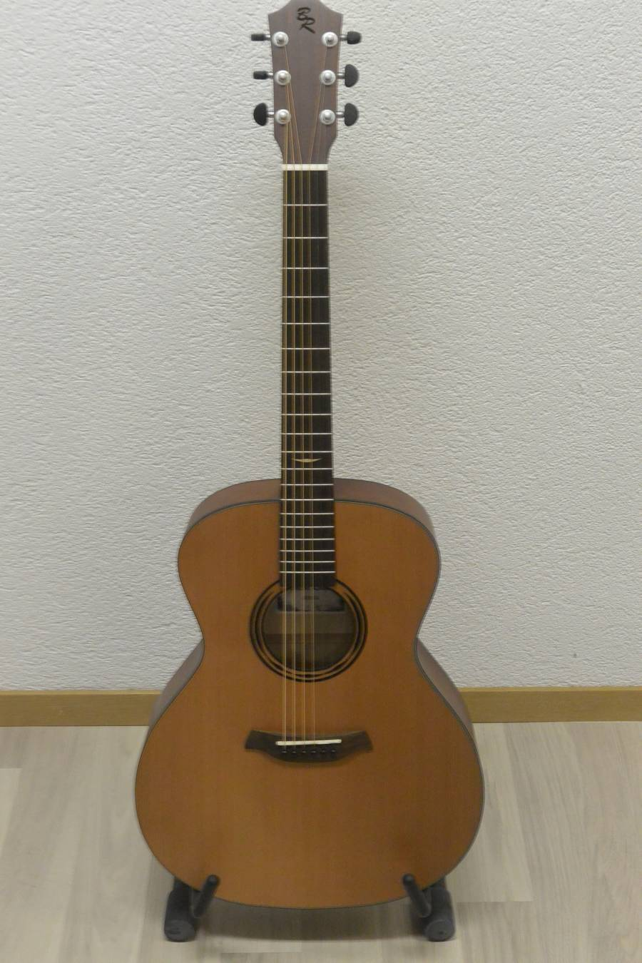 guitare acoustique baton rouge AR21C frs 315.00