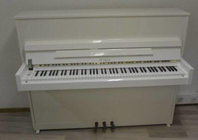 Piano droit Petrof